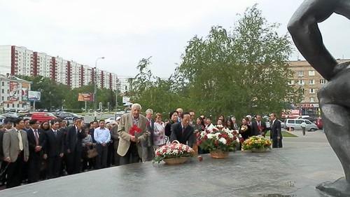外国でのホーチミン主席生誕122周年記念活動 - ảnh 1