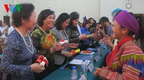 ゾアン国家副主席ら、国家児童フォーラムの参加者らと交流 - ảnh 1