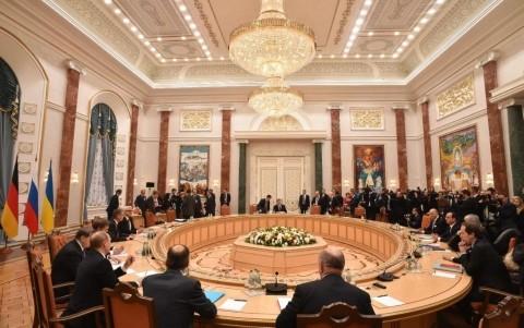 ウクライナ停戦合意 4首脳会談 親ロ派も署名 - ảnh 1