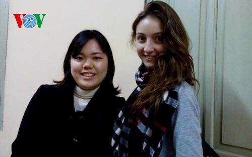 外国人留学生もテトを楽しく迎えている - ảnh 1