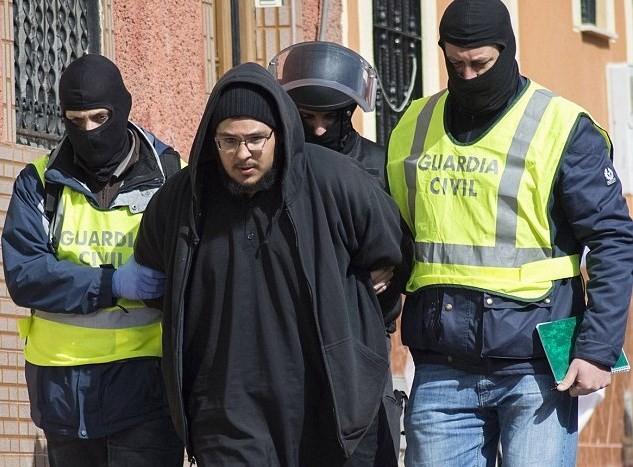 スペイン、イスラム国への勧誘の疑いで4人を逮捕 - ảnh 1