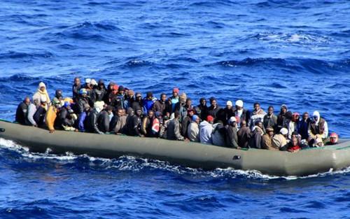 難民船沈没で不明者多数か 国連が対策強化呼びかけ - ảnh 1