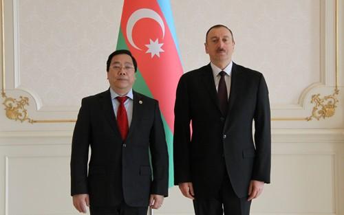在アゼルバイジャンベトナム大使が同国大統領に信任状を上程 - ảnh 1