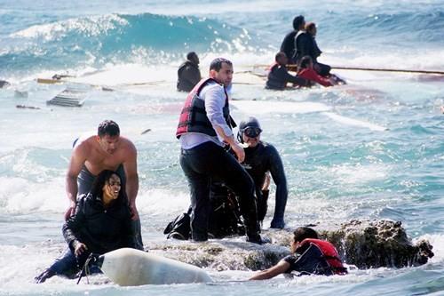 リビア沖移民船転覆事故 イタリア、船長ら2人を逮捕 - ảnh 1