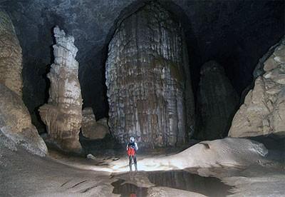 クアンビン省、洞窟探検ツアーを開設 - ảnh 1