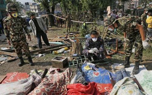 ネパール大地震 死者増加、首都が3メートル移動 - ảnh 1