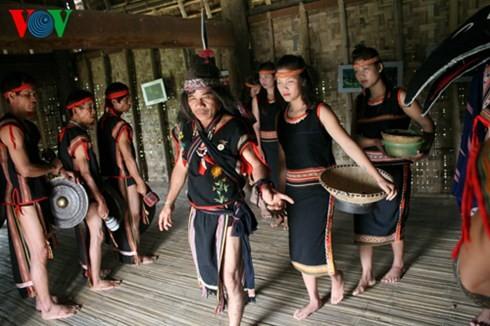 バナ族の平安を祈る儀式 - ảnh 5