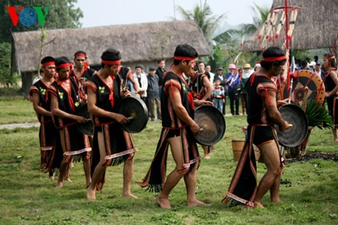 バナ族の平安を祈る儀式 - ảnh 3