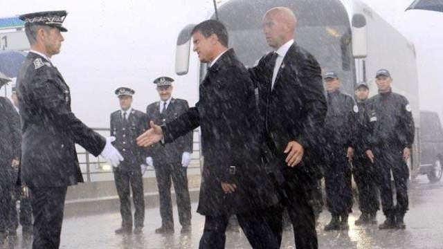 フランス首相、不法移民受け入れ制限 - ảnh 1
