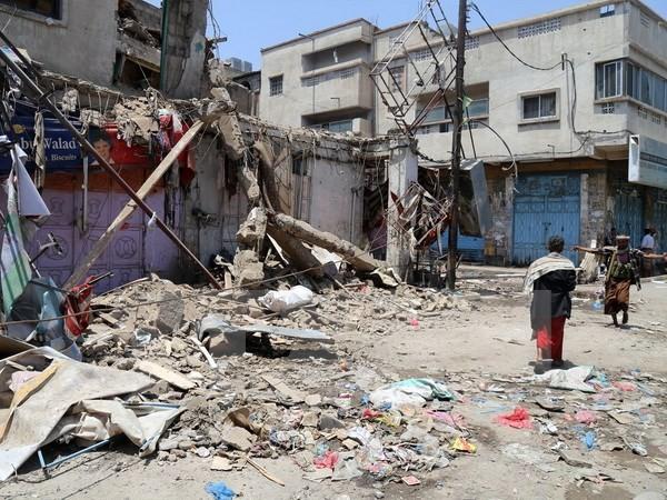 イエメン首都で爆弾テロ、20人死亡 「イスラム国」犯行声明 - ảnh 1
