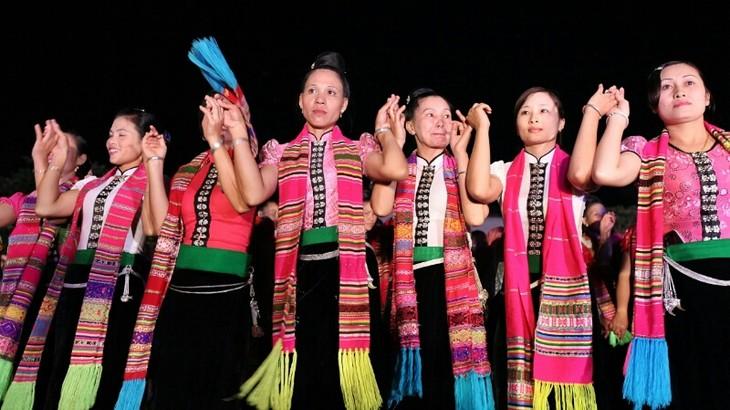 少数民族タイ族の踊り「ソエ・タイ」がベトナムの無形文化遺産に - ảnh 1