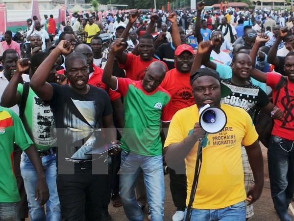 暫定大統領ら解放=AUは加盟資格停止発表-ブルキナファソ - ảnh 1
