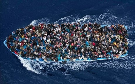 EU、地中海の密航船取り締まり強化 公海上で拘束可能に  - ảnh 1