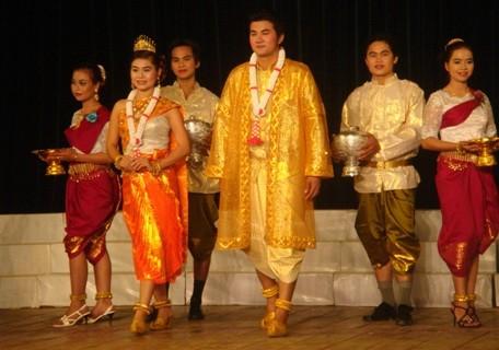 クメール族の伝統衣装 - ảnh 1