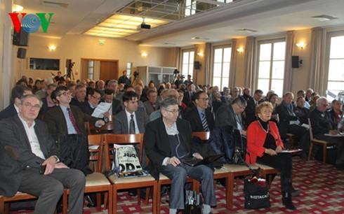 ベトナム共産党に関するシンポ、フランスで開催 - ảnh 1