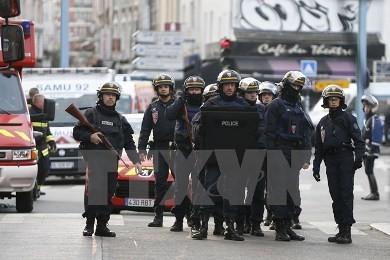 仏当局、パリなどでテロ計画か 4人を拘束 - ảnh 1