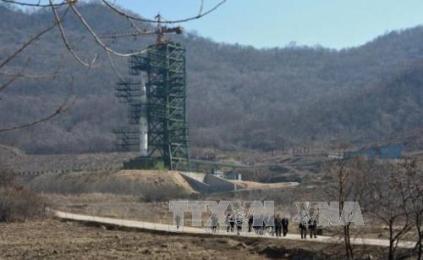 朝鮮、日本海に射程の短い5発の飛翔体を発射 - ảnh 1