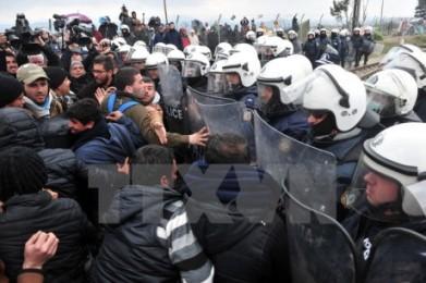 移民ら数百人が国境開放を要求 ギリシャのマケドニア側 - ảnh 1