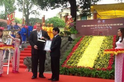 ベトナムの詩集、「世界での唯一の本」として認定 - ảnh 1