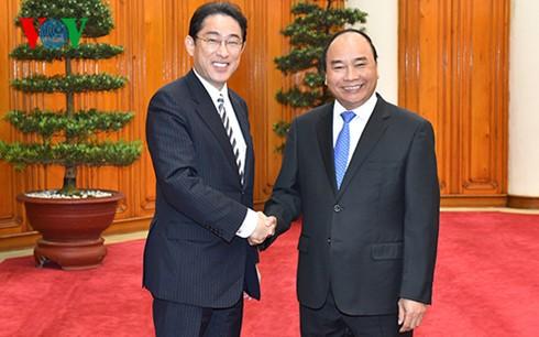 日本マスメディア 岸田外務大臣のベトナム訪問を報道 - ảnh 1