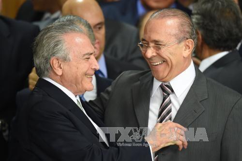 記者をアルゼンチン大統領と勘違い、ブラジル大統領代行 - ảnh 1