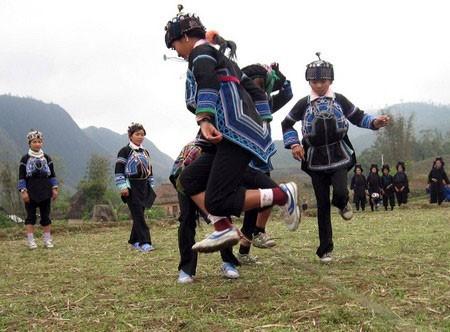ハニー族の男女が掛け布団をかぶる風習とは - ảnh 1