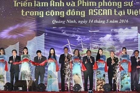ASEAN共同体の写真展・ドキュメンタリー映画際 開幕 - ảnh 1