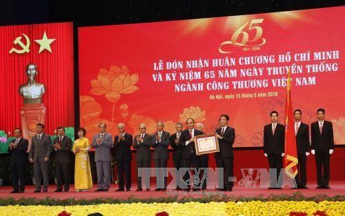 フック首相、商工部門の伝統デー記念式典に列席 - ảnh 1