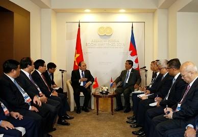 フック首相、ASEAN緒国の指導者らと会合 - ảnh 1