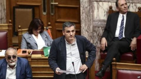 ギリシャ国会、増税含む改革法案可決 追加融資承認か - ảnh 1