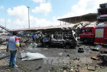 シリアで連続爆弾テロ 140人以上死亡 - ảnh 1