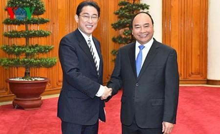 フック首相、日本報道界のインタビューに応える - ảnh 1