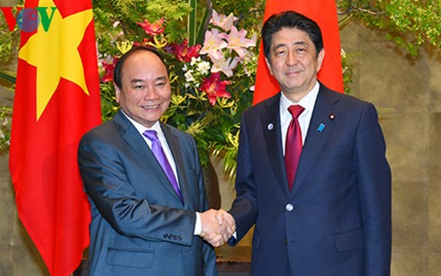 日越首相 協力強化を合意 - ảnh 1