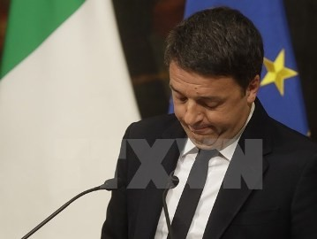 伊・レンツィ首相、辞任を延期 - ảnh 1