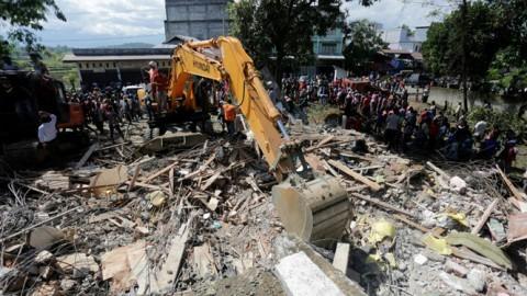 インドネシア西部でM6.5の地震 52人死亡 - ảnh 1