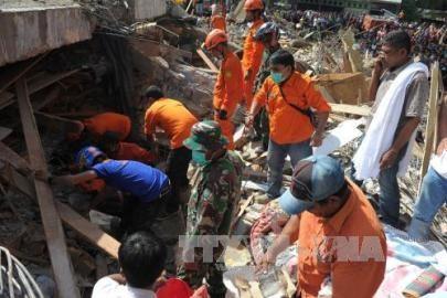 インドネシア、地震死者102人 アチェ州で救助続く - ảnh 1