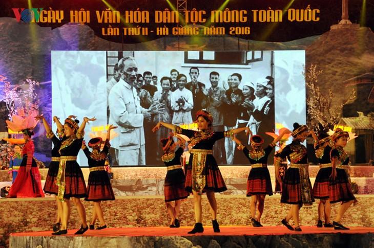 モン族の文化祭 - ảnh 1