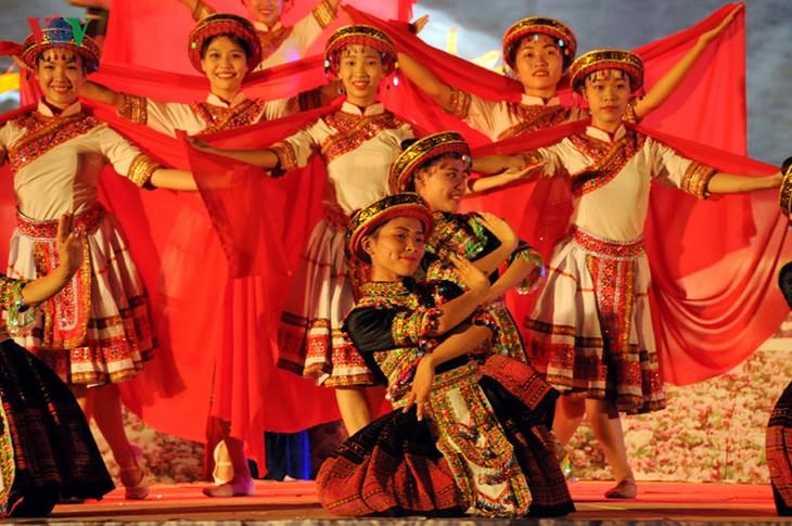 モン族の文化祭 - ảnh 2