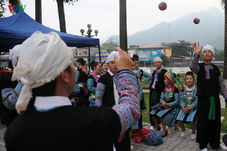 モン族の文化祭 - ảnh 8