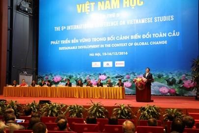 ダム副首相、「ベトナム学」シンポジウムに出席 - ảnh 1