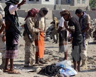 イエメンで爆発49人死亡 ISが犯行声明 - ảnh 1