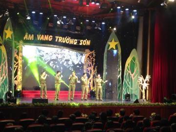 「チュォン・ソン山脈での響き」を上演して、歴史を振り返る - ảnh 1
