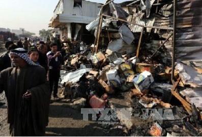 イスラム教寺院で自爆テロ、60人死亡 パキスタン南部 - ảnh 1