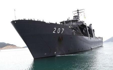 シンガポール海軍艦艇、カムラン港に寄港 - ảnh 1