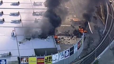 豪で小型機墜落、5人死亡か=ショッピングセンター炎上 - ảnh 1