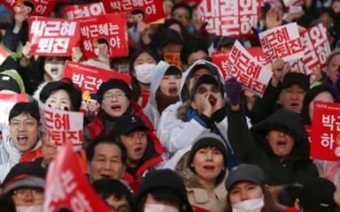 韓国 前大統領逮捕に抗議 - ảnh 1
