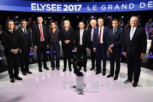 仏大統領選候補者テレビ討論 EUなどめぐり激しい論戦 - ảnh 1
