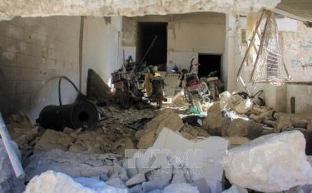 化学兵器使用か シリア北部で空爆、100人死亡 - ảnh 1