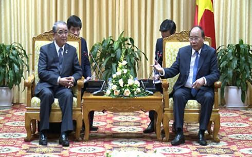 フック首相、長崎県知事と会見 - ảnh 1