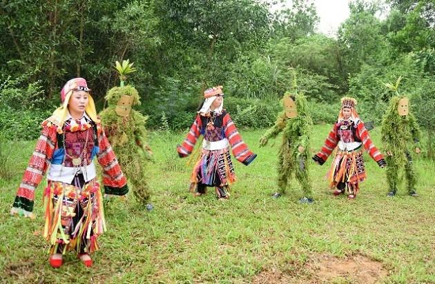 ロロ族の先祖を祀る信仰 - ảnh 2